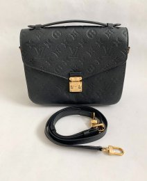 Louis Vuitton Pochette Metis Black Leather